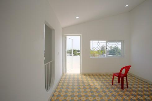 Nhà kết hợp giữa kiến trúc hiện đại với vật liệu truyền thống - Ảnh 9.