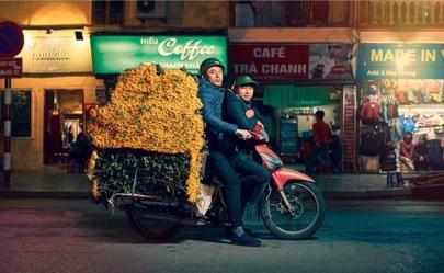 Xuất hiện trên báo nước ngoài, Hà Nội được mệnh danh là thành phố của những chiếc xe máy - Ảnh 5.