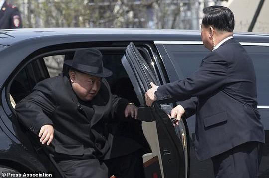 Ông Kim Jong-un mua xe bọc thép từ đâu? - Ảnh 1.