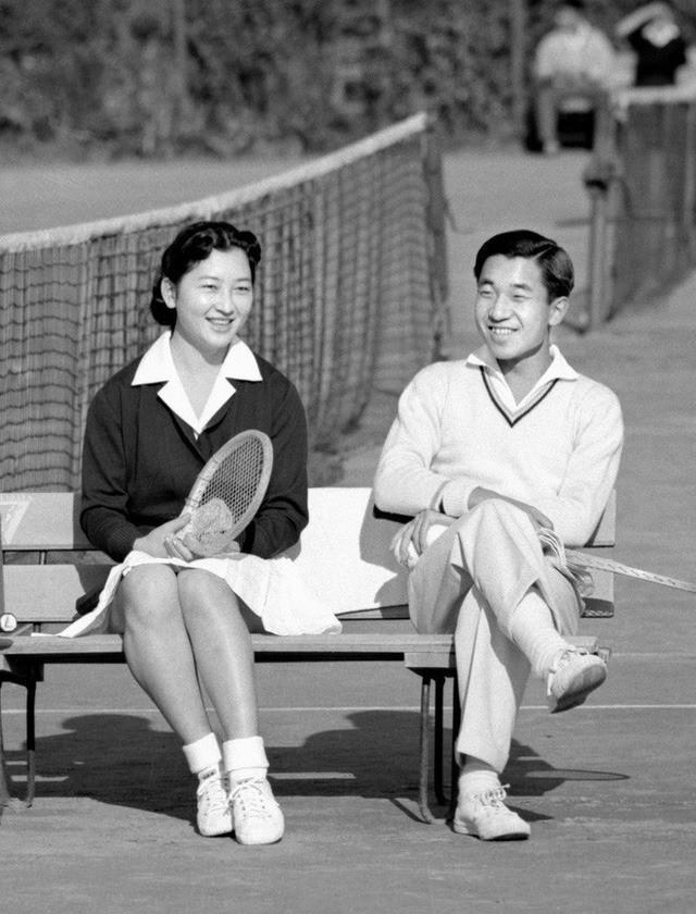 Hơn 60 năm trước, từng có chàng Thái tử Nhật Bản dám cãi lời bố mẹ, quyết cưới vợ thường dân rồi tự vẽ nên chuyện cổ tích khó tin - Ảnh 1.