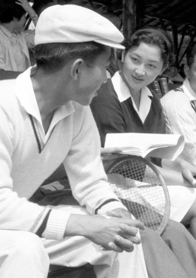 Hơn 60 năm trước, từng có chàng Thái tử Nhật Bản dám cãi lời bố mẹ, quyết cưới vợ thường dân rồi tự vẽ nên chuyện cổ tích khó tin - Ảnh 2.