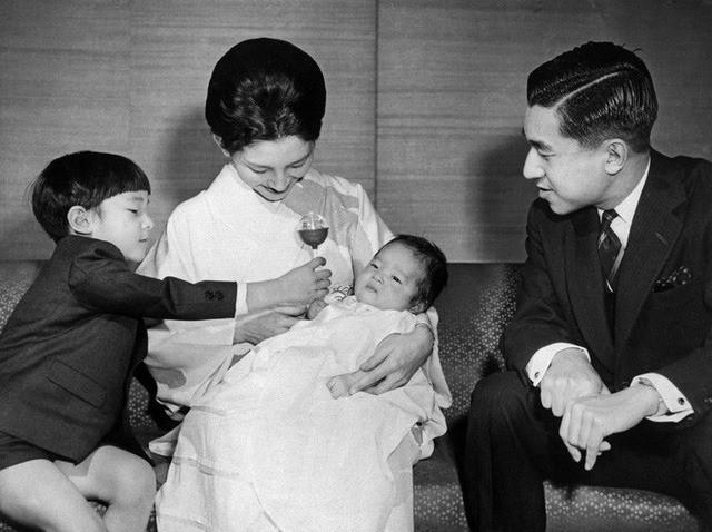 Hơn 60 năm trước, từng có chàng Thái tử Nhật Bản dám cãi lời bố mẹ, quyết cưới vợ thường dân rồi tự vẽ nên chuyện cổ tích khó tin - Ảnh 11.