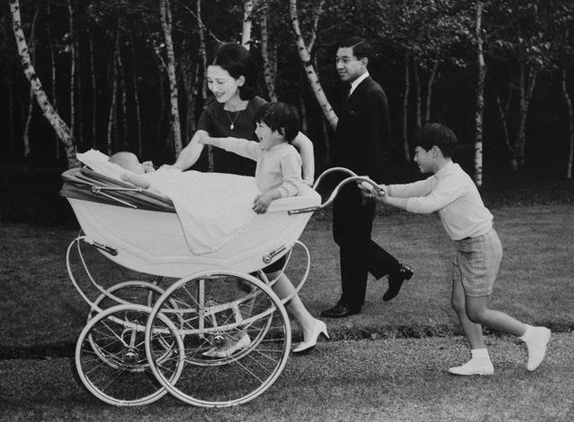 Hơn 60 năm trước, từng có chàng Thái tử Nhật Bản dám cãi lời bố mẹ, quyết cưới vợ thường dân rồi tự vẽ nên chuyện cổ tích khó tin - Ảnh 12.