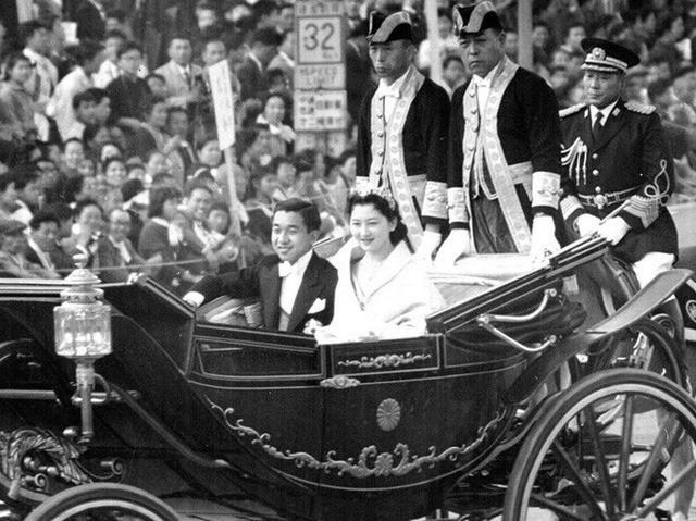 Hơn 60 năm trước, từng có chàng Thái tử Nhật Bản dám cãi lời bố mẹ, quyết cưới vợ thường dân rồi tự vẽ nên chuyện cổ tích khó tin - Ảnh 10.