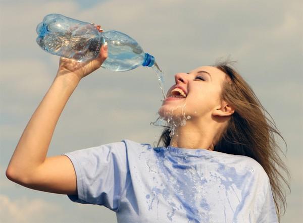 Từ chuyện cô gái 20 tuổi bị ngộ độc nước, xem lại những lưu ý khi uống nước mà bất kì ai cũng phải biết - Ảnh 2.