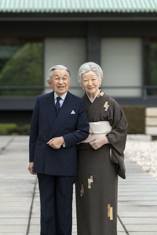 Hoàng hậu Michiko: Nữ nhân xuất thân thường dân vĩ đại nhất cung điện Nhật, tài sắc vẹn toàn khiến nhà vua say đắm suốt hơn 60 năm - Ảnh 2.