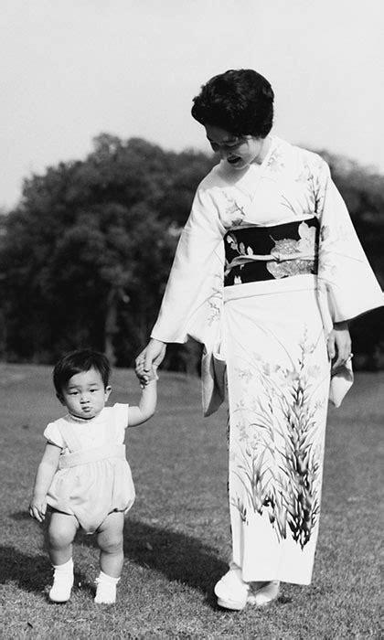 Hoàng hậu Michiko: Nữ nhân xuất thân thường dân vĩ đại nhất cung điện Nhật, tài sắc vẹn toàn khiến nhà vua say đắm suốt hơn 60 năm - Ảnh 14.