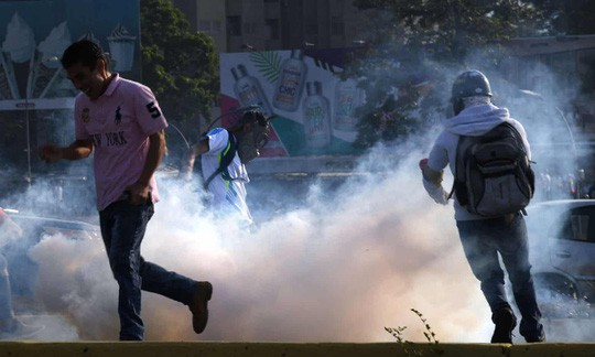 Thủ lĩnh đối lập Venezuela tuyên bố đảo chính, lật đổ Tổng thống Maduro  - Ảnh 3.