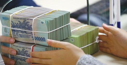 Tiền lương chiếm phần lớn trong chi ngân sách: Áp lực tài chính công - Ảnh 1.
