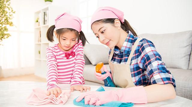Mách các mẹ 7 bí kíp dạy con cách tự dọn dẹp sau khi bày bừa mà không phải la hét, quát mắng - Ảnh 2.