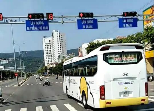 Đà Nẵng: Trích xuất camera truy tìm đoàn xe ô tô ngang nhiên vượt đèn đỏ - Ảnh 4.