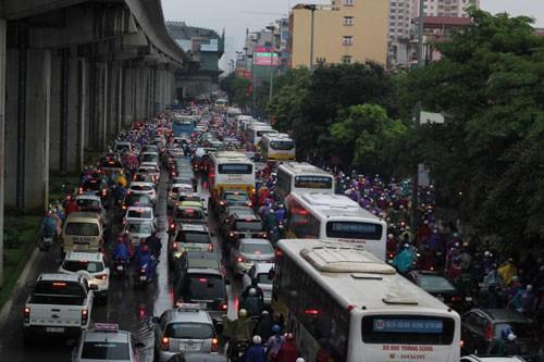 Chủ tịch Hà Nội: Cấm xe máy là ý kiến cá nhân của giám đốc Sở GTVT  - Ảnh 1.