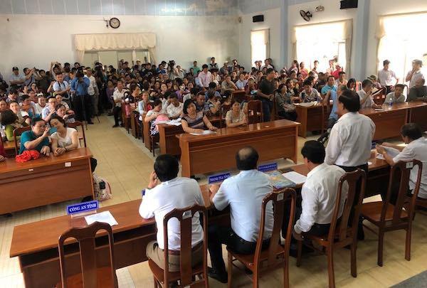 """Tiếp vụ 1.000 lô đất không sổ đỏ: Người dân """"bắt đền"""" lãnh đạo tỉnh Quảng Nam - Ảnh 1."""