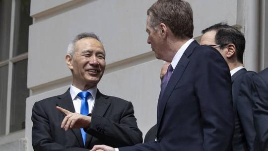Thương chiến Mỹ-Trung leo thang: Việt Nam hưởng lợi trong lĩnh vực nào?  - Ảnh 1.