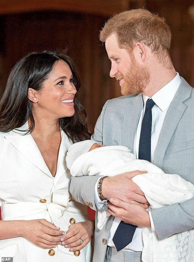 Meghan bất ngờ công bố bức ảnh mới về em bé Archie nhưng người hâm mộ chỉ chú ý đến chi tiết đầy xúc động này - Ảnh 2.