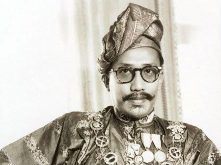 """Quốc vương Brunei giàu có và """"chịu chơi"""" cỡ nào? - Ảnh 1."""