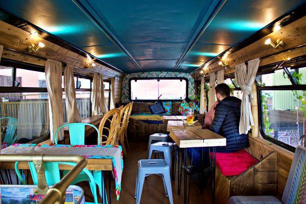 Hà Nội 75 - tiệm bánh mì trên chiếc xe buýt 2 tầng của cô gái Anh xinh đẹp phải lòng ẩm thực đường phố Việt Nam - Ảnh 11.