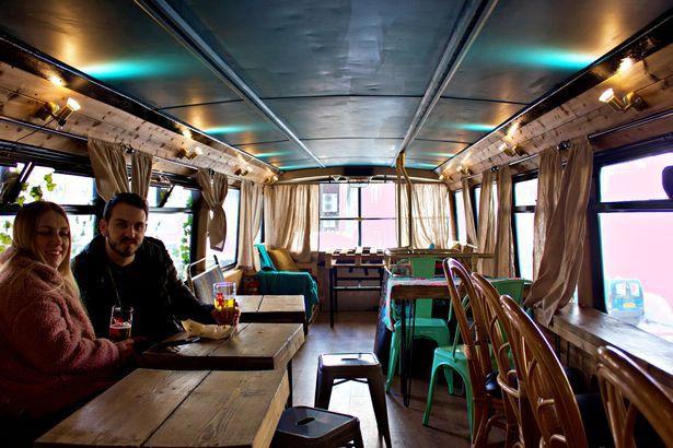 Hà Nội 75 - tiệm bánh mì trên chiếc xe buýt 2 tầng của cô gái Anh xinh đẹp phải lòng ẩm thực đường phố Việt Nam - Ảnh 13.