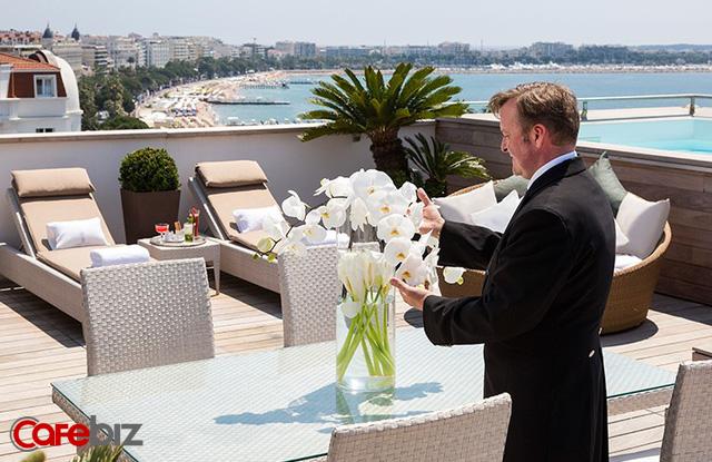 Khách sạn tổ chức sự kiện mở màn LHP Cannes: Phục vụ 2 tấn tôm hùm, 350 kg gan ngỗng, 50 kg trứng cá muối, 18.000 chai rượu vang... - Ảnh 1.
