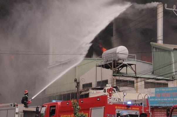 Vụ cháy tại khu công nghiệp Việt Hương gây thiệt hại 30 tỷ đồng - Ảnh 2.