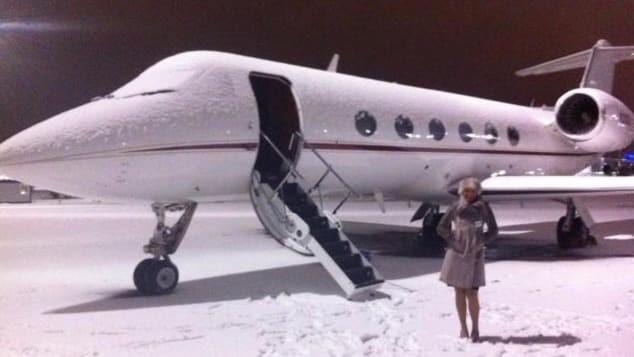 Nghề tiếp viên hàng không riêng cho giới thượng lưu: Kiếm 13 triệu/ngày nhưng phải ứng biến tốt với súng, xác chết và mấy con vẹt kì lạ - Ảnh 6.