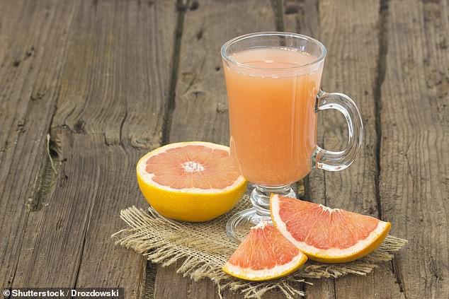 Nhiều người thích loại nước ép này và tưởng rằng rất tốt nhưng uống nhiều lại tăng nguy cơ tử vong sớm, tác hại còn hơn cả soda - Ảnh 2.