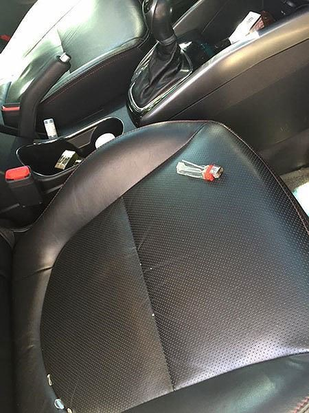 Loạt đồ vật không nên để trong ô tô những ngày nắng nóng, tránh tiền mất tật mang - Ảnh 2.