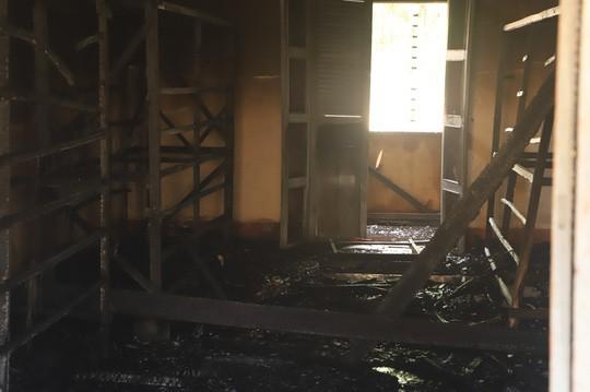 Hỏa hoạn thiêu rụi 7 gian nhà kho dâu tằm Lâm Đồng  - Ảnh 5.