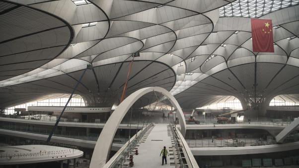 Ráo riết xây mới hàng trăm sân bay cùng một lúc, Trung Quốc đang toan tính gì? - Ảnh 2.