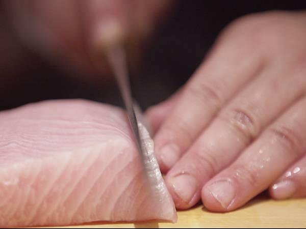 Cái khó ló cái khôn của vị đầu bếp điên và gan nhất Tokyo: Biến thịt cá sắp hỏng thành món sushi ngon nức nở đạt 2 sao Michelin! - Ảnh 4.