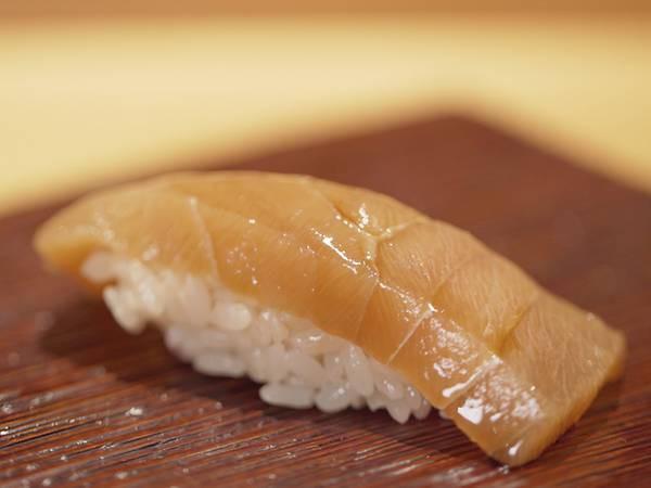 Cái khó ló cái khôn của vị đầu bếp điên và gan nhất Tokyo: Biến thịt cá sắp hỏng thành món sushi ngon nức nở đạt 2 sao Michelin! - Ảnh 2.