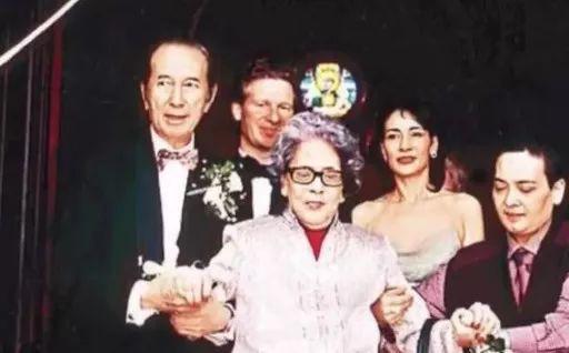 Người vợ giúp Hà Hồng Sân gây dựng đế chế casino: Hết lòng để bị phụ bạc, con trai tử vong vì tai nạn, con gái điên loạn - Ảnh 16.