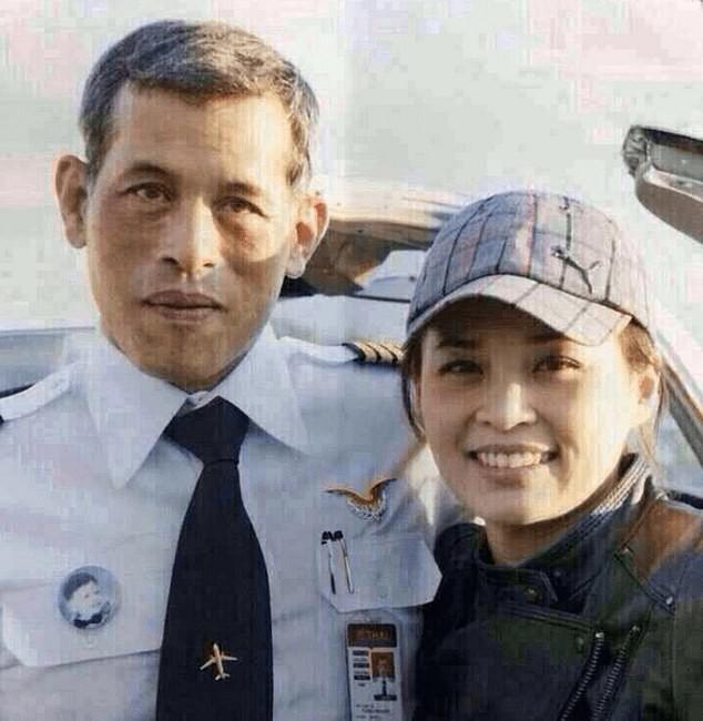 Tân Hoàng hậu Thái Lan: Con đường định mệnh khiến một tiếp viên hàng không trở thành nữ đại tướng, vừa kết hôn đã được lập tức phong hậu - Ảnh 1.