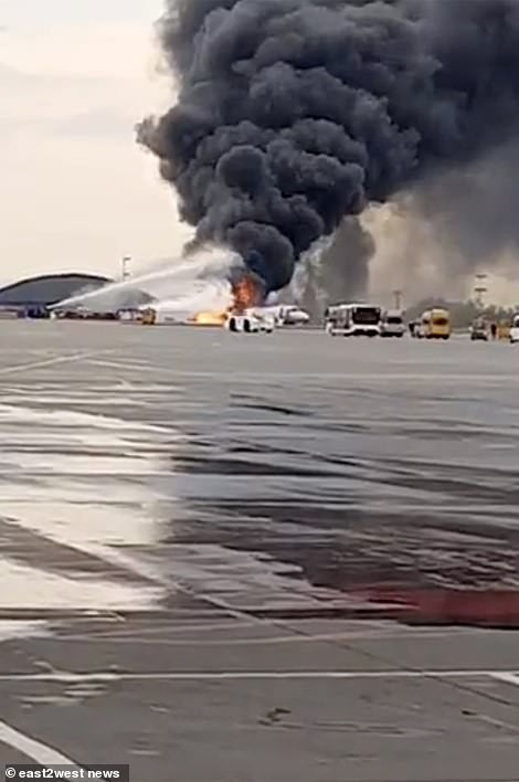 Hiện trường vụ cháy máy bay ở Nga, ít nhất 41 người thiệt mạng - Ảnh 11.