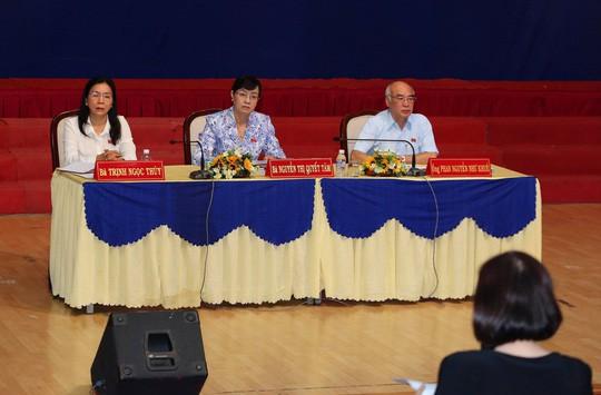 Nguyên Chủ tịch HĐND TP HCM Nguyễn Thị Quyết Tâm tiếp xúc cử tri quận 2 - Ảnh 1.