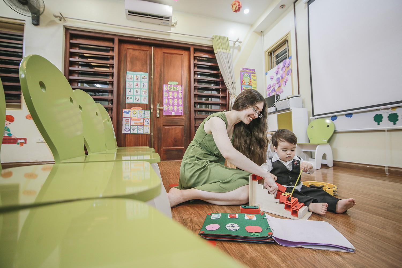"""Từ ước mơ xây ngôi trường riêng cho người con trai đến hệ thống giáo dục với chiến lược """"khác biệt hóa"""" bằng sự tận tâm của cô giáo người Mỹ - Ảnh 1."""
