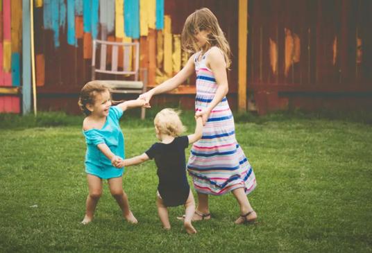 Bí quyết đơn giản để nuôi dạy những đứa con thành công của bà mẹ nổi tiếng ở Mỹ: Đừng chỉ dạy con sống để làm giàu, điều quan trọng này mới quyết định trẻ có thể đi được bao xa trong cuộc sống - Ảnh 1.