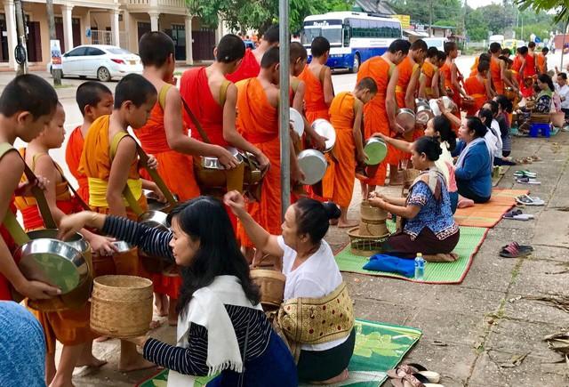 7 ngày đi phượt ở Lào: Ít nhất 2 lần bị công an hỏi thăm, đi rồi mới thấy cơm nhà ăn hằng ngày đáng quý biết chừng nào... - Ảnh 21.