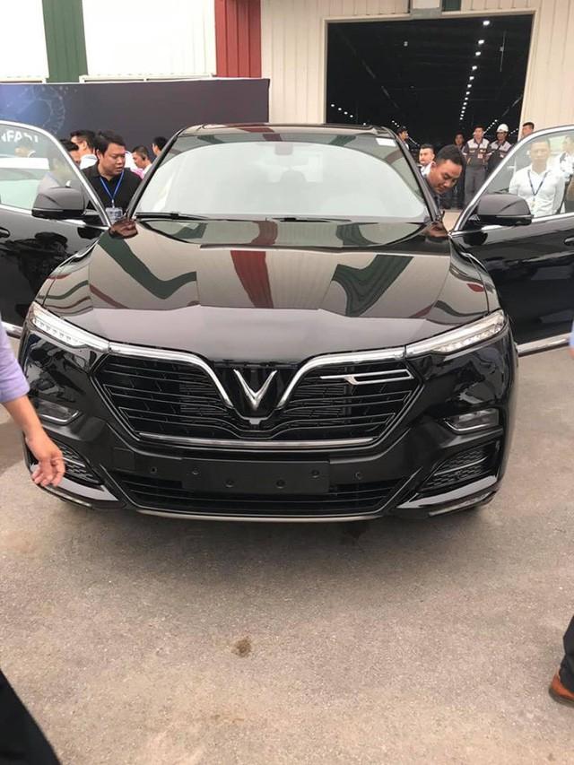 HOT: 'Khủng long' VinFast Lux V8 bất ngờ xuất hiện tại nhà máy ở Hải Phòng - Ảnh 4.