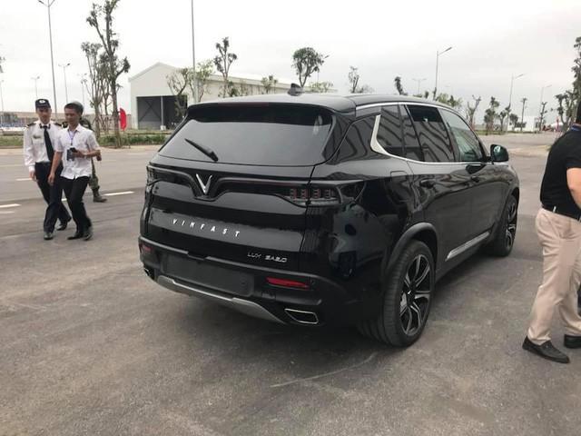 HOT: 'Khủng long' VinFast Lux V8 bất ngờ xuất hiện tại nhà máy ở Hải Phòng - Ảnh 5.