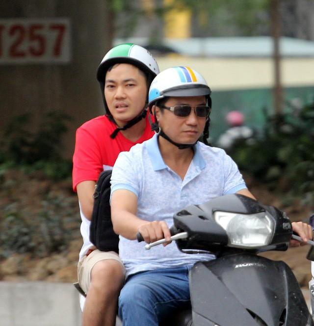 Thời tiết bất thường, người Hà Nội mặc áo phao giữa mùa hè - Ảnh 8.