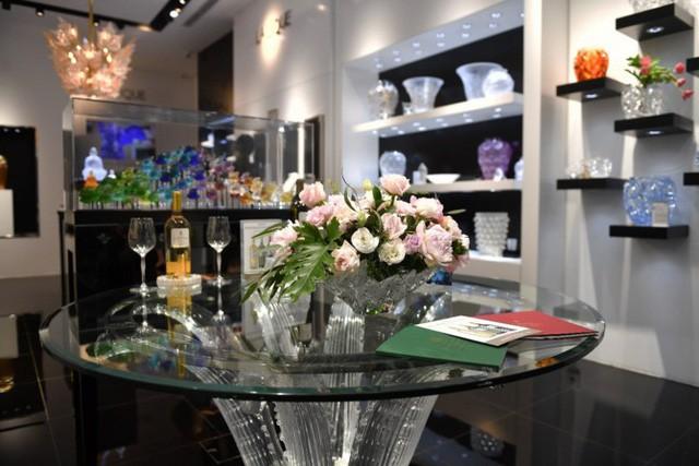 Giới thượng lưu Việt Nam choáng ngợp và thích thú trước những sản phẩm pha lê mỹ lệ của Lalique  - Ảnh 2.