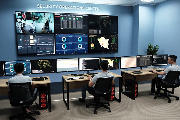 Các tỉnh cũng cần thành phố thông minh và trung tâm giám sát không gian mạng - Ảnh 2.