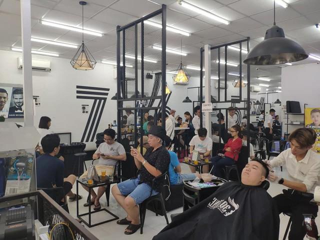 Chuỗi cắt tóc công nghệ 30Shine đặt mục tiêu chạm mốc 80 cửa hàng trong hè này - Ảnh 2.
