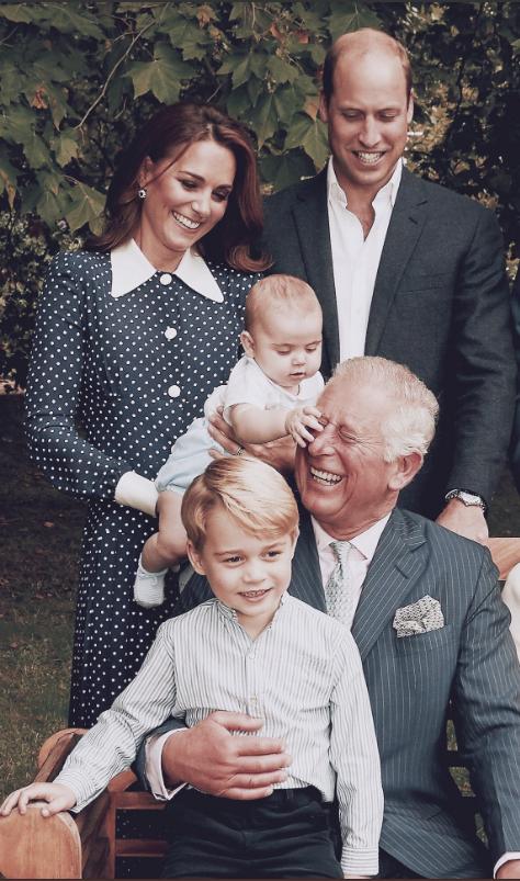 Không phải mẹ Kate hay bố William, Hoàng tử Louis chỉ dành tình cảm đặc biệt cho nhân vật này với khoảnh khắc ấm áp đến tan chảy trái tim - Ảnh 4.