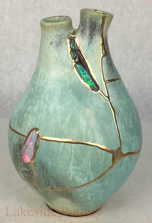 Kintsugi: Nghệ thuật dùng vàng ròng hàn gắn gốm vỡ và triết lý cuộc sống tôn vinh vẻ đẹp từ những rạn nứt tâm hồn của người Nhật - Ảnh 6.