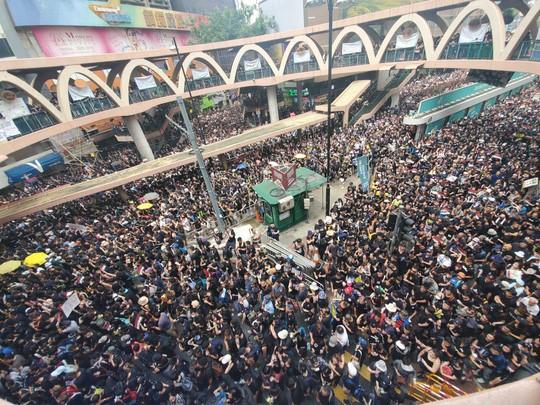 Hồng Kông: Biểu tình tiếp diễn đòi trưởng đặc khu từ chức - Ảnh 2.