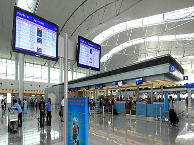 Sân bay Tân Sơn Nhất sắp ngưng sử dụng loa thông báo: Làm thế nào để thích nghi và không bị trễ giờ bay? - Ảnh 2.