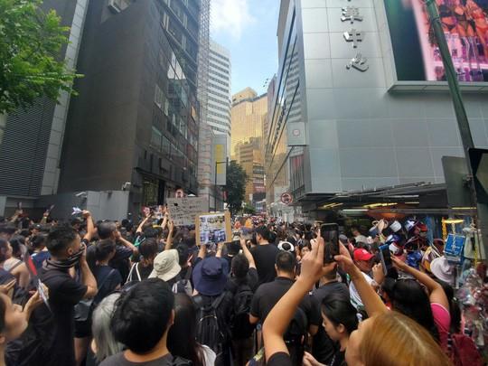 Hồng Kông: Biểu tình tiếp diễn đòi trưởng đặc khu từ chức - Ảnh 3.