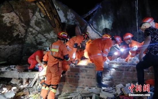 Động đất ở Tứ Xuyên (Trung Quốc): Số người thương vong tiếp tục tăng - Ảnh 2.